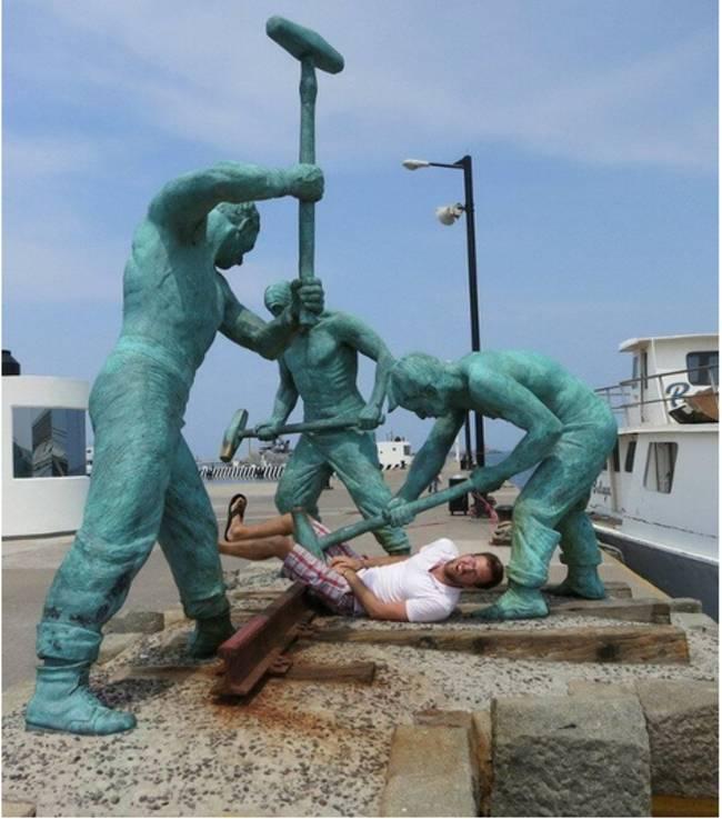 people-statue-fun-30